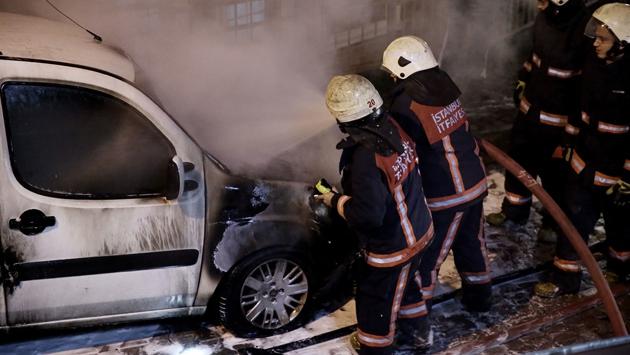 İstanbul Kağıthane'de 6 araç kundaklandı