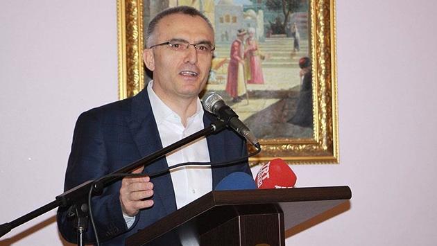 'Türkiye siyasetiyle de ekonomisiyle de dimdik ayakta'