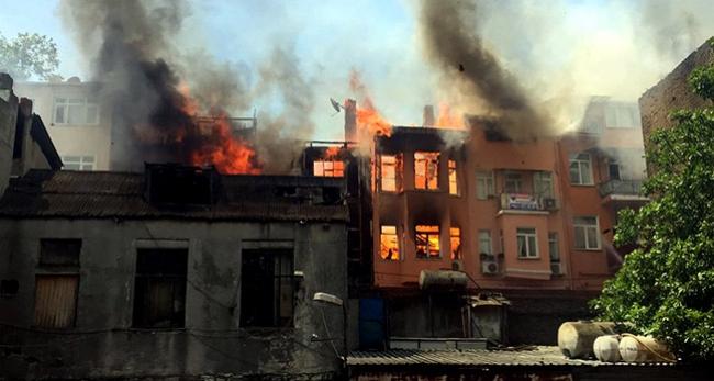 Fatih'te yangın çıktı