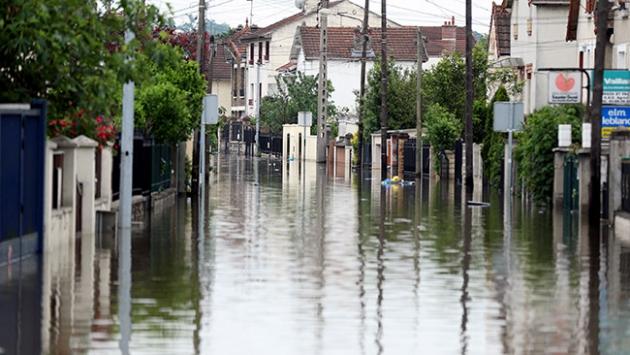 Fransa'da bir haftalık selin faturası 2 milyar avro