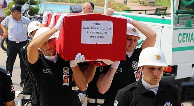 Şehit polis memuru Öztürk'ün cenazesi toprağa verildi