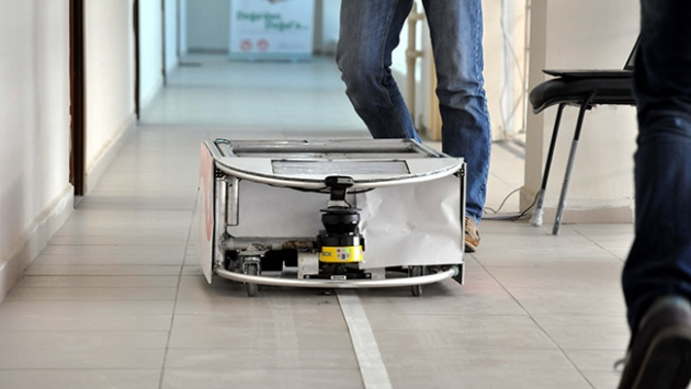 Hasta yemeklerini artık robotlar taşıyacak