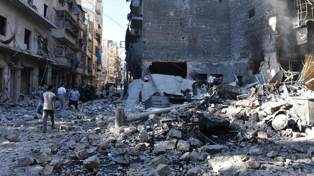 Rus jetleri Halep'te yerleşim alanlarını bombaladı