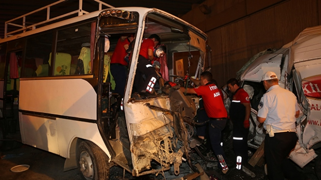 Adana'da zincirleme trafik kazası: 15 yaralı