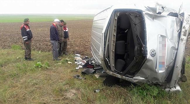 Minibüs şarampole uçtu: 2 ölü, 13 yaralı