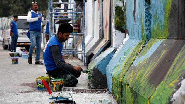Beton bariyerlerde 'barış ve umut' mesajları