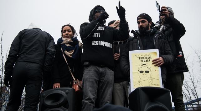 Fransa'da polis şiddeti protesto edildi