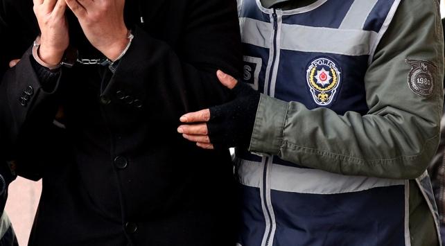 İhraç edilen 16 öğretmen gözaltına alındı