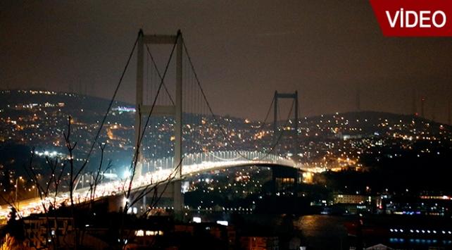 İstanbul'da ışıklar gelecek için kapandı