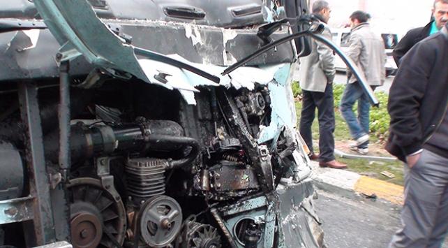 Adana'da feci kaza Dolmuşla minibüs çarpıştı