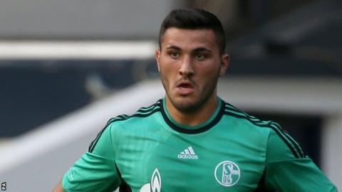 Sead Kolasinac: Arsenal, Schalke'den Bosnalı defans oyuncusunu imzalayacak