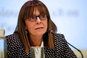 Yunan Cumhurbaşkanı: Covid-19 fonuna yarım maaş koyacak