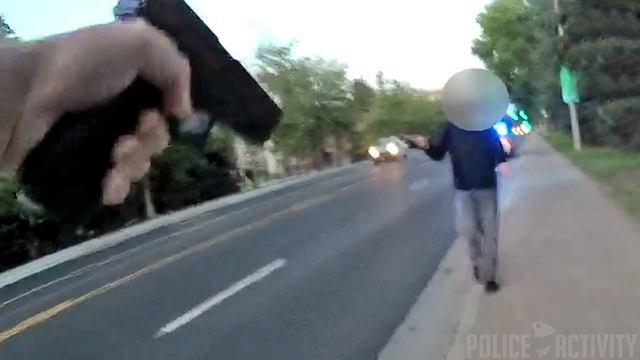 Polis, Amerika'da Bıçaklı Saldırganı Vurarak Durdurdu
