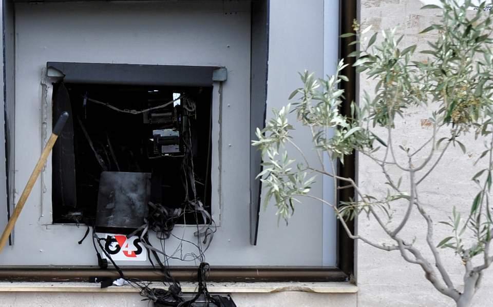 Dört ATM bir gecede hasar gördü