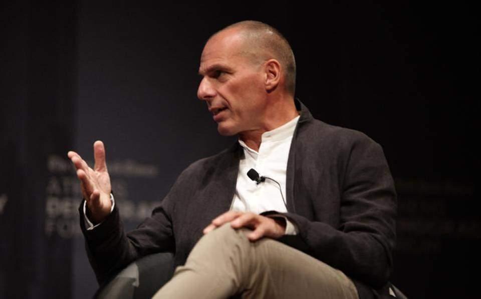 Varoufakis, SYRIZA 'yoldaşlarında' ortaya çıkıyor