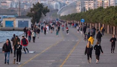 Selanikliler sosyal mesafe kurallarını hiçe saydıktan sonra Promenade kapatıldı