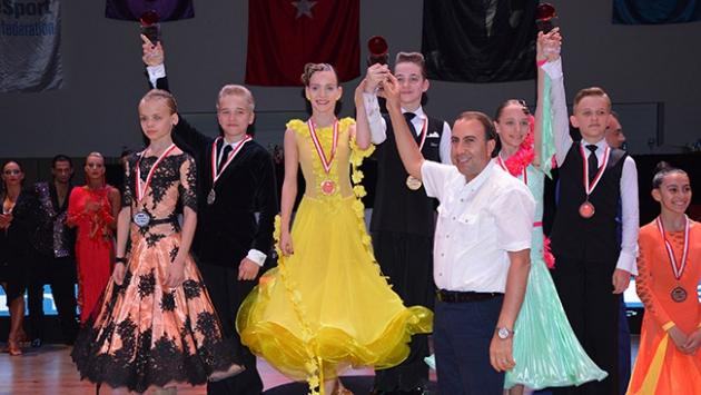 Antalyada dans şöleni