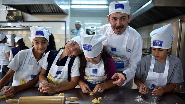Öğrenciler İtalyan şefle birlikte yemek yaptı