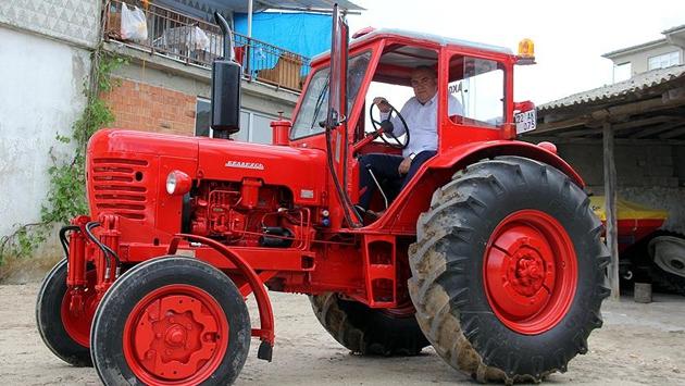 1996 model traktörü restore etti