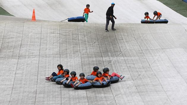 37 derece sıcakta kayak keyfi yaşadılar