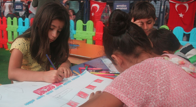 Çocuklar darbe girişiminde yaşadıklarını çizdi