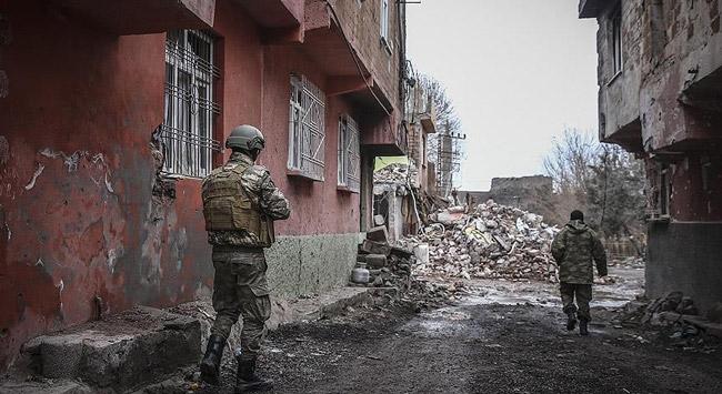 Yol kapatan teröristleri yakalamak için operasyon başlatıldı