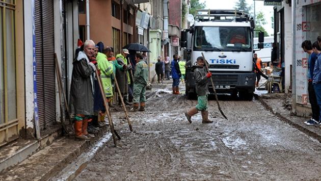Trabzon'daki selin ardından ev ve iş yerlerinde temizlik çalışmaları sürüyor