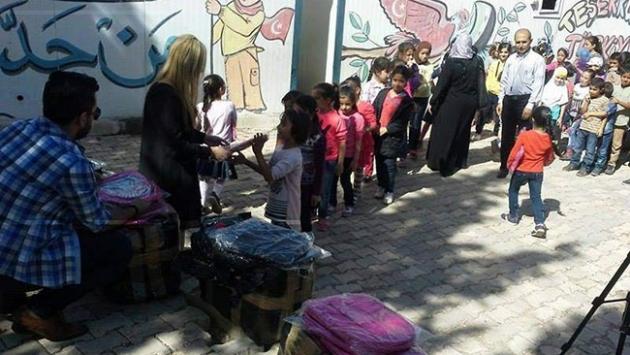 İsveç'ten Suriyeli yetim çocuklara hediye