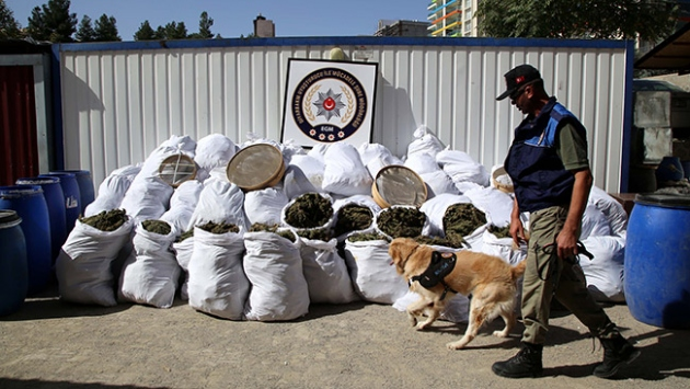 Diyarbakır'da yaklaşık 2 ton esrar ele geçirildi