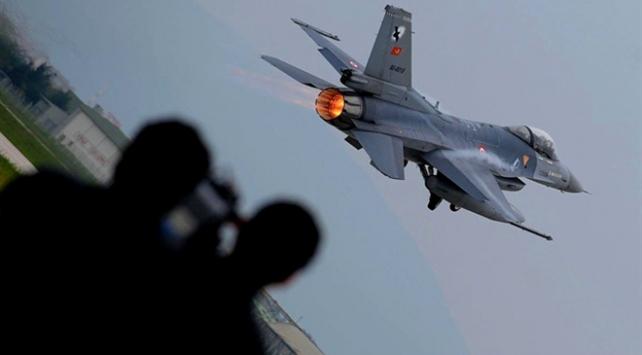TSK, Irak'ın kuzeyindeki teröristlere bomba yağdırdı