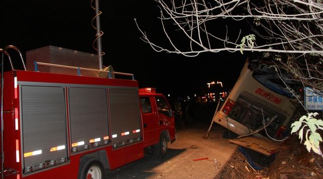 Çin'de otobüs ile kamyon çarpıştı: 10 ölü, 38 yaralı