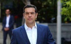 Politikacılar solcu simge Glezos'un geçmesi için haraç veriyor